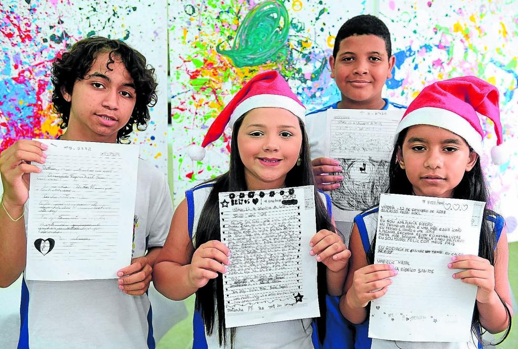 Os estudantes Victor, Ana Julia, Gabriel e Ana Flávia enviaram suas cartas para os Correios e esperam que seus pedidos sejam atendidos. Crédito: Ricardo Medeiros