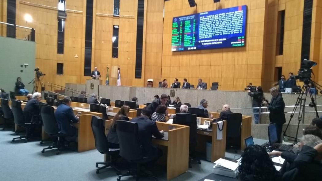 Deputados na Assembleia: matérias vetadas pelo governador tiveram como argumento inconstitucionalidade. Crédito: Eduardo Dias