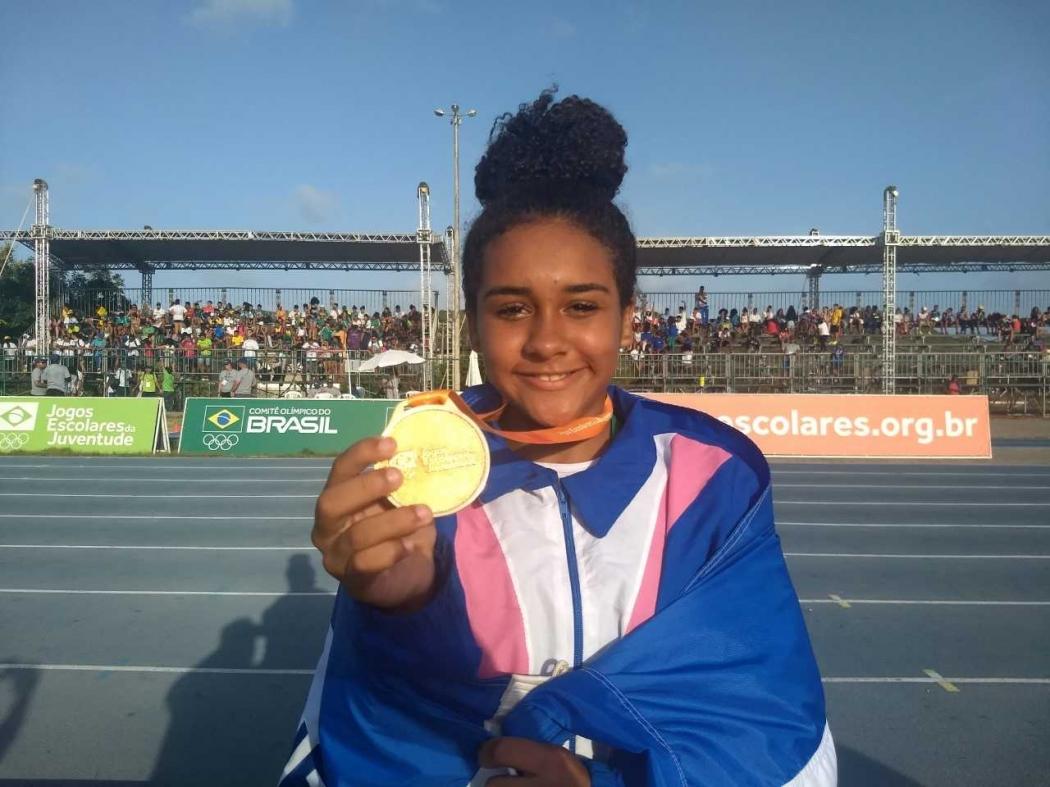 Gabriella Barcellos foi ouro no lançamento do dardo  nos Jogos Escolares da Juventude, em Natal, no Rio Grande do Norte. Crédito: Rodolfo Mageste/Sesport