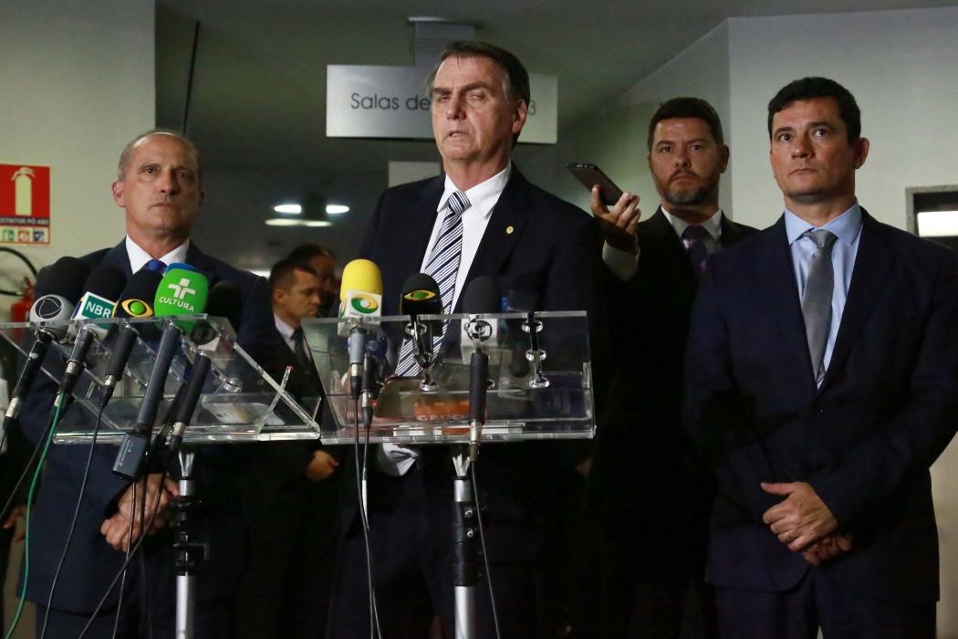 Onyx Lorenzoni, o Presidente eleito Jair Bolsonaro e Sérgio Moro durante visita à Procuradoria Geral da República em Brasília (DF). Crédito: Estadão