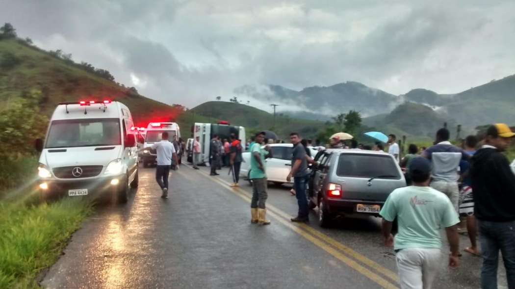Acidente em Alegre deixou feridos . Crédito: Internauta   Gazeta Online