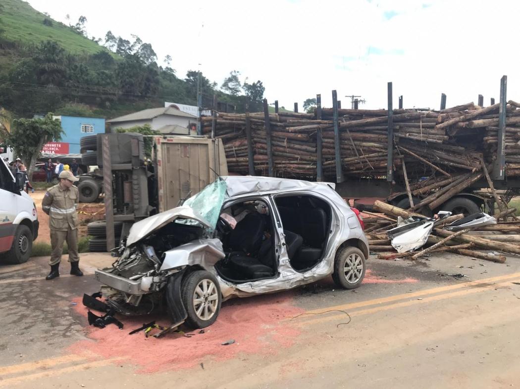 O acidente deixou quatro feridos em Domingos Martins, na BR 262, na manhã desta sexta-feira (23). Crédito: Carol Monteiro