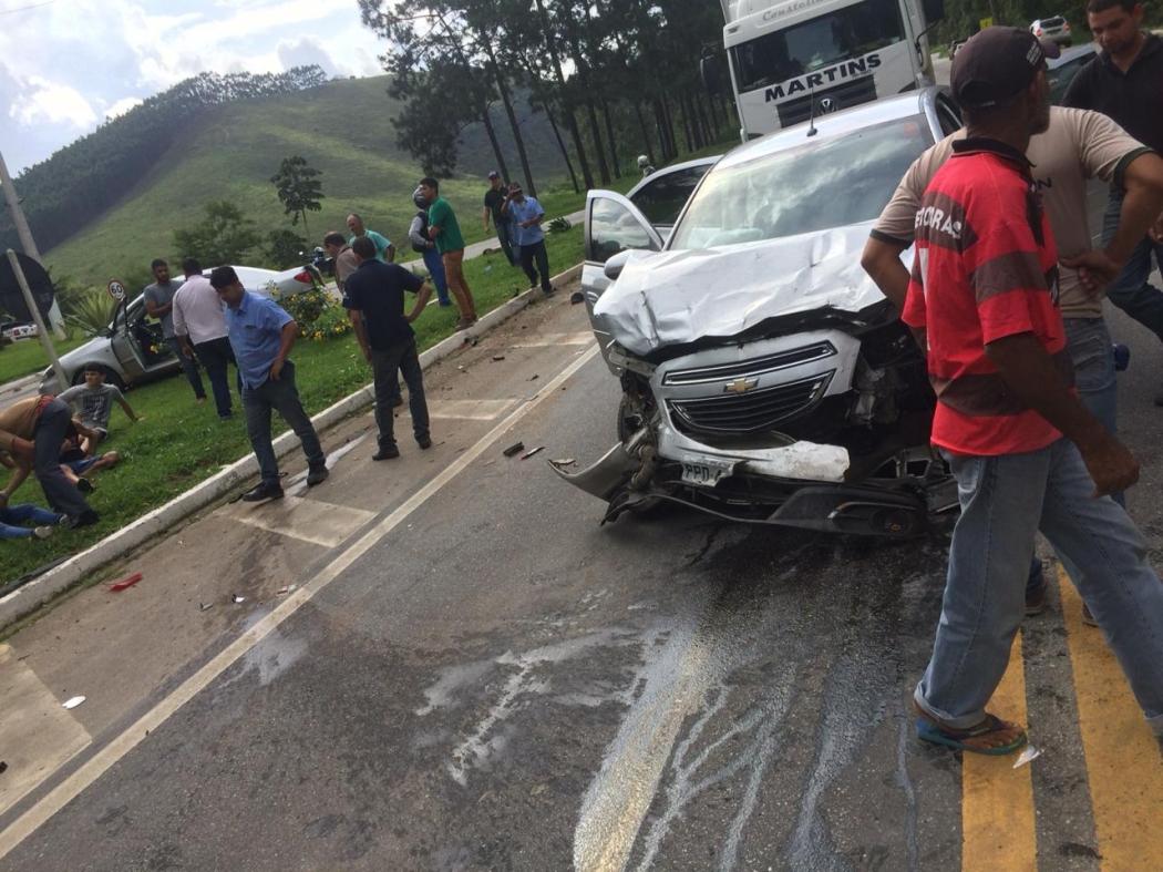 Vítimas foram socorridas para hospital em Venda Nova . Crédito: Internauta