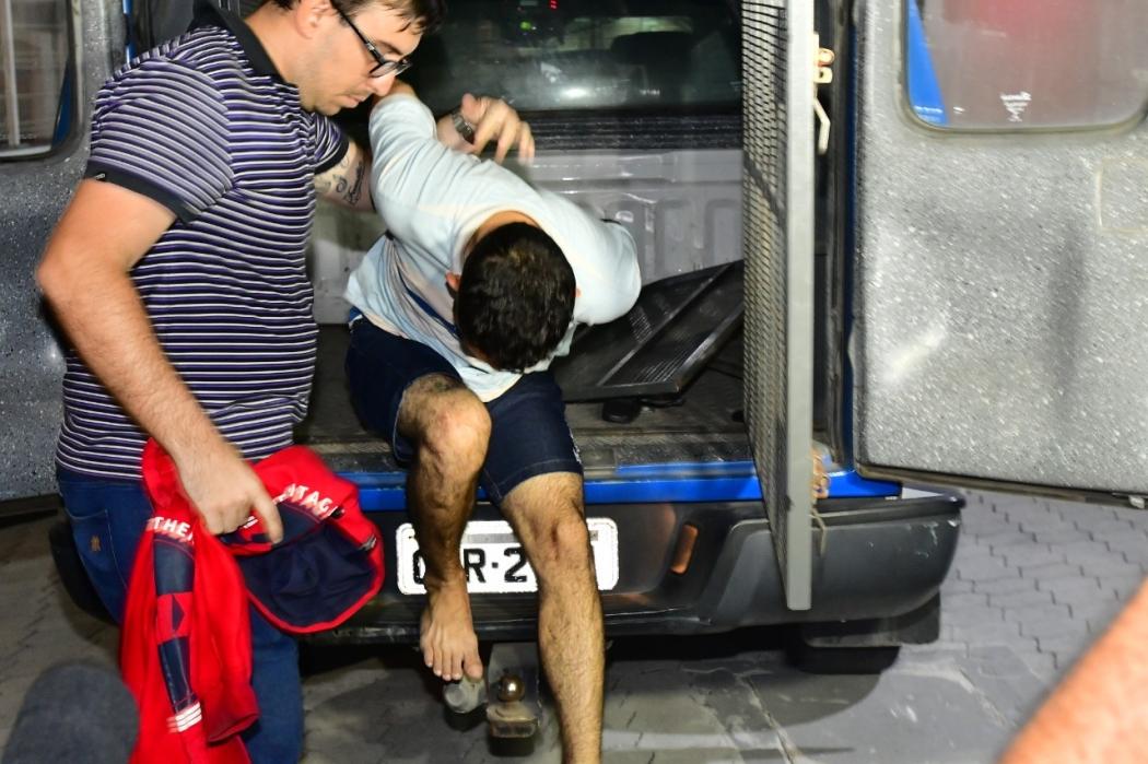 John foi levado para a Delegacia Regional de Vila Velha . Crédito: Bernardo Coutinho