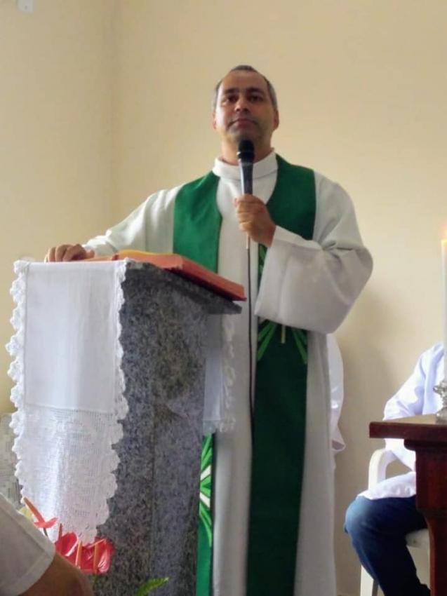 Padre de Alegre, Enildo Genésio de Souza, alertou fiéis nas redes sociais. Crédito: Reprodução | Redes Sociais