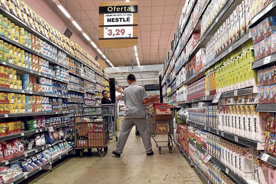 Supermercados também vão avaliar se compensa abrir todos os domingos ou apenas em alguns meses  . Crédito: Carlos Alberto Silva
