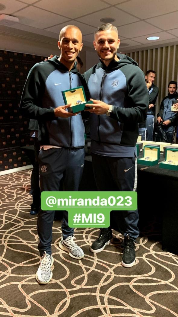 9ab49d5276f Icardi presenteia Miranda com um relógio de luxo
