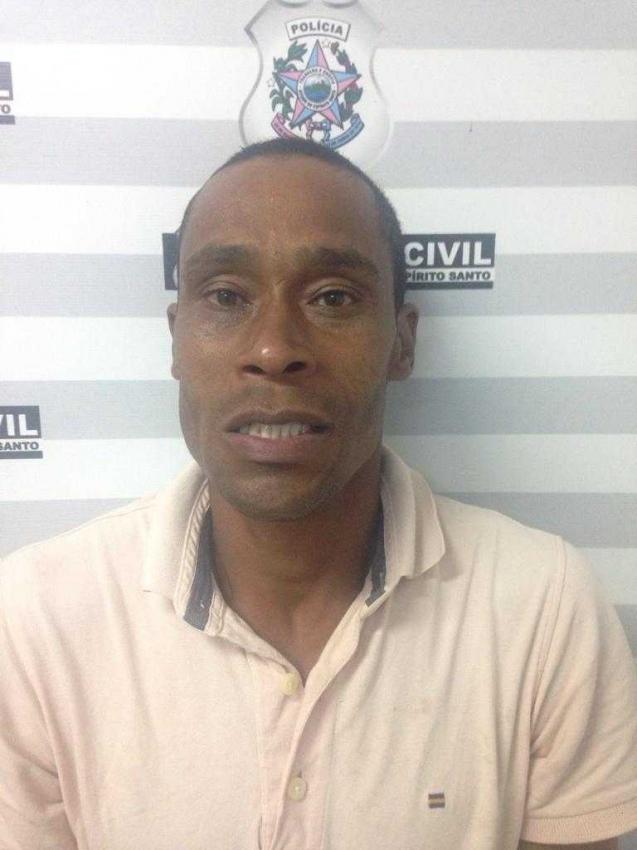 Gerson Lemes de Souza foi preso acusado de matar e enterrar a própria esposa, em Vila Velha; à polícia, suspeito confessou o crime. Crédito: PCES/Divulgação