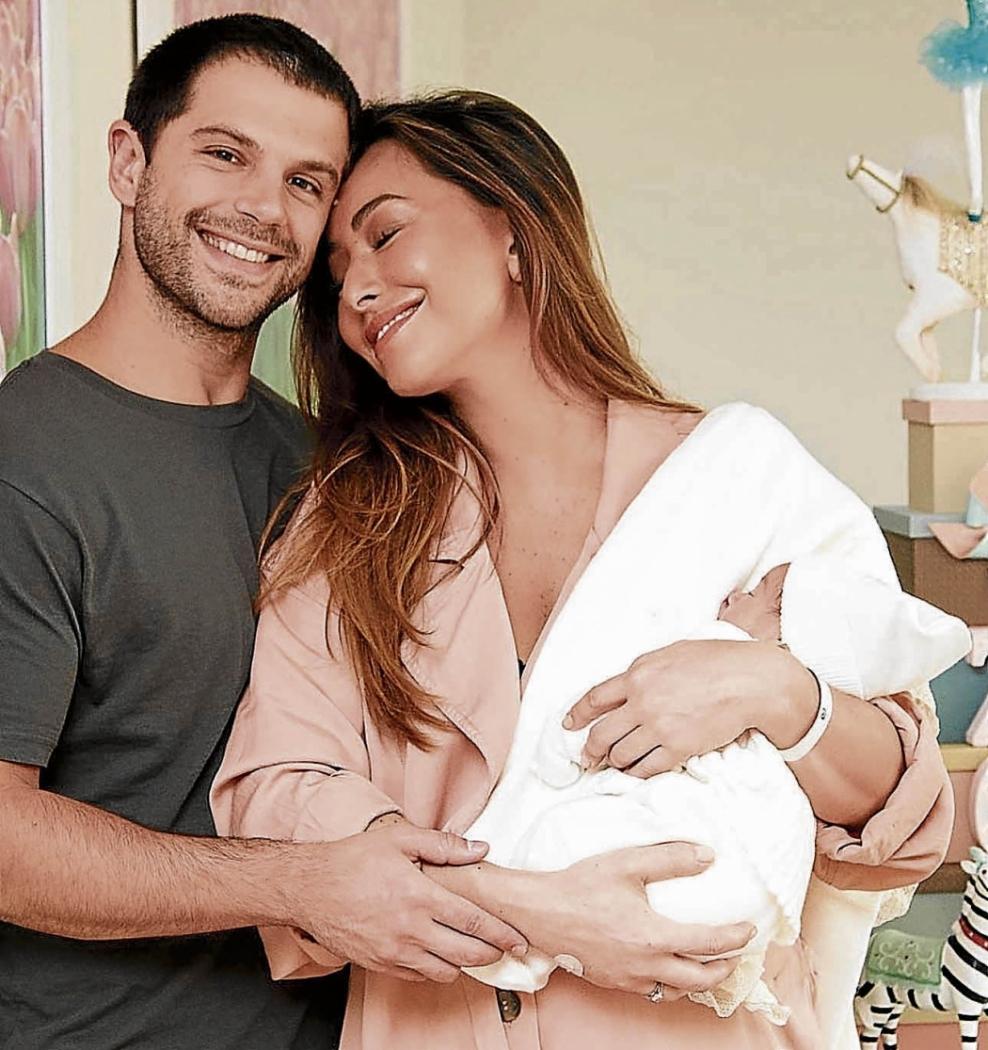 Sabrina Sato e o marido, Duda Nagle, com a pequena Zoe: visitantes são monitorados na maternidade