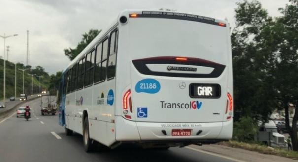 Bandidos entraram no ônibus na Rodovia do Contorno