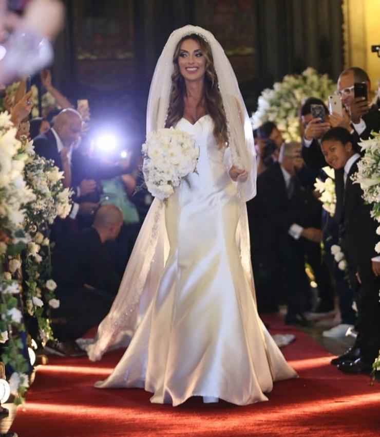 Nicole Bahls se casou com Marcelo Bimbi na Igreja da Candelária, no Rio de Janeiro: cerimônia teve luxo e glamour, mas festa acabou na delegacia com convidado acusado de furto