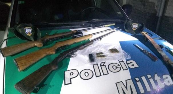 Armas e munições apreendidas com três caçadores na Reserva Biológica de Sooretama