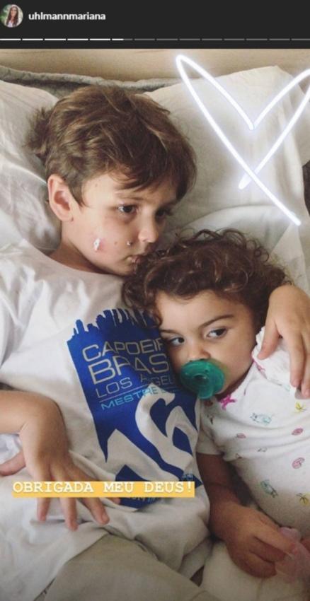 06/12/2018 - Joaquim, 4, e Maria, 1, filhos de Felipe Simas e Mariana Uhlmann. Joaquim está com o rosto ferido devido a mordida de um cachorro
