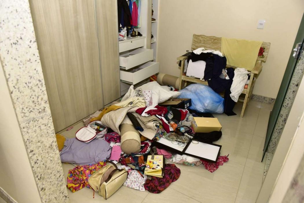 Bandidos reviraram  a casa do casal em busca de dinheiro     . Crédito: Marcelo Prest
