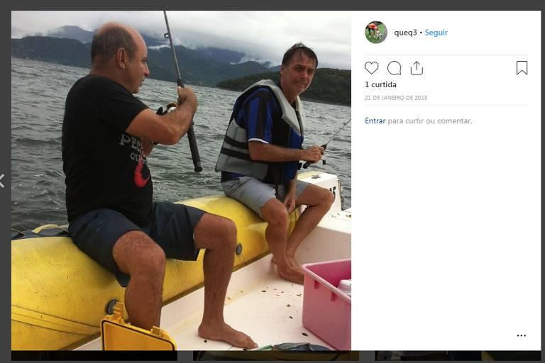 O ex-assessor parlamentar e policial militar Fabrício José Carlos de Queiroz em foto ao lado de Bolsonaro. Crédito: Reprodução / Instagram