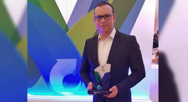 O repórter Roger Santana ficou em primeiro lugar no Prêmio Nacional de Jornalismo em Seguros. Crédito: Arquivo Pessoal
