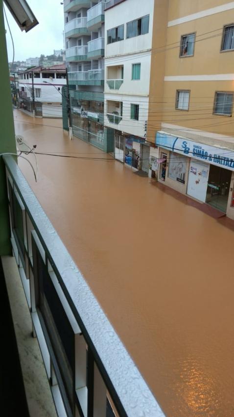 Avenida Sete de Setembro ficou alagada em São Gabriel da Palha. Crédito: Internauta