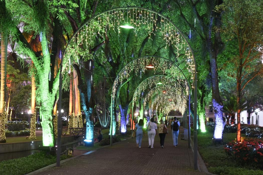 Luzes de Natal na Parque Moscoso, em Vitória. Crédito: Carlos Alberto Silva