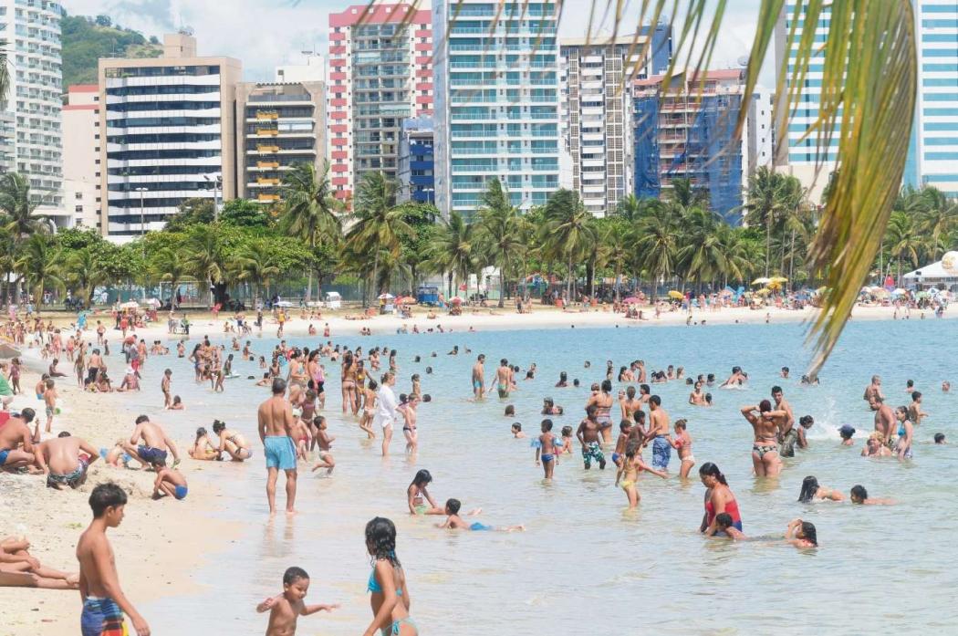 Banhistas na praia da Curva da Jurema. Crédito:  Edson Chagas/Arquivo