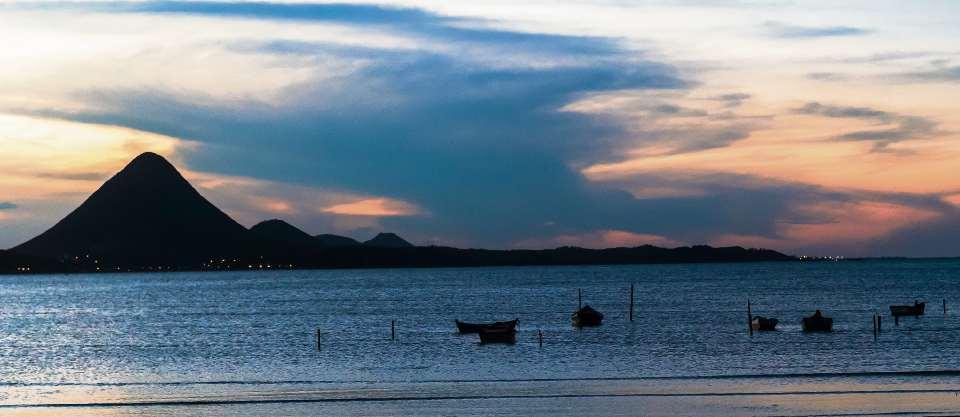 Entardecer da Praia de Piúma, no Litoral Sul do Estado. Crédito: Thiago Guimarães - GZ