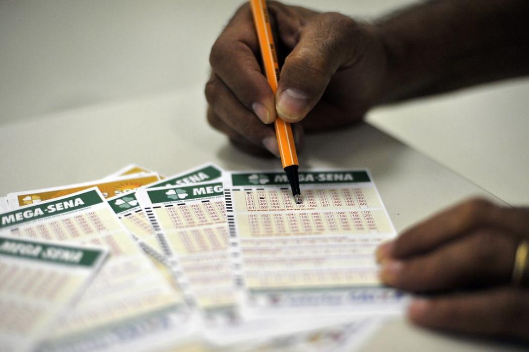Mega-Sena pode pagar R$ 42 milhões neste sábado (15). Crédito: Marcello Casal Jr/Agência Brasil