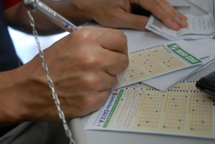 Loteria: 49 assessores vão repartir R$ 120 milhões. Crédito: Arquivo/Agência Brasil