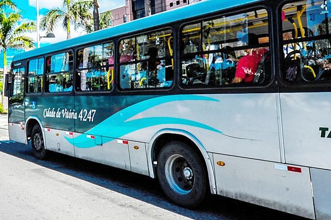 Ônibus foi assaltado quando fazia a primeira viagem desta terça-feira (19). Crédito: André Sobral/Arquivo/Prefeitura de Vitória