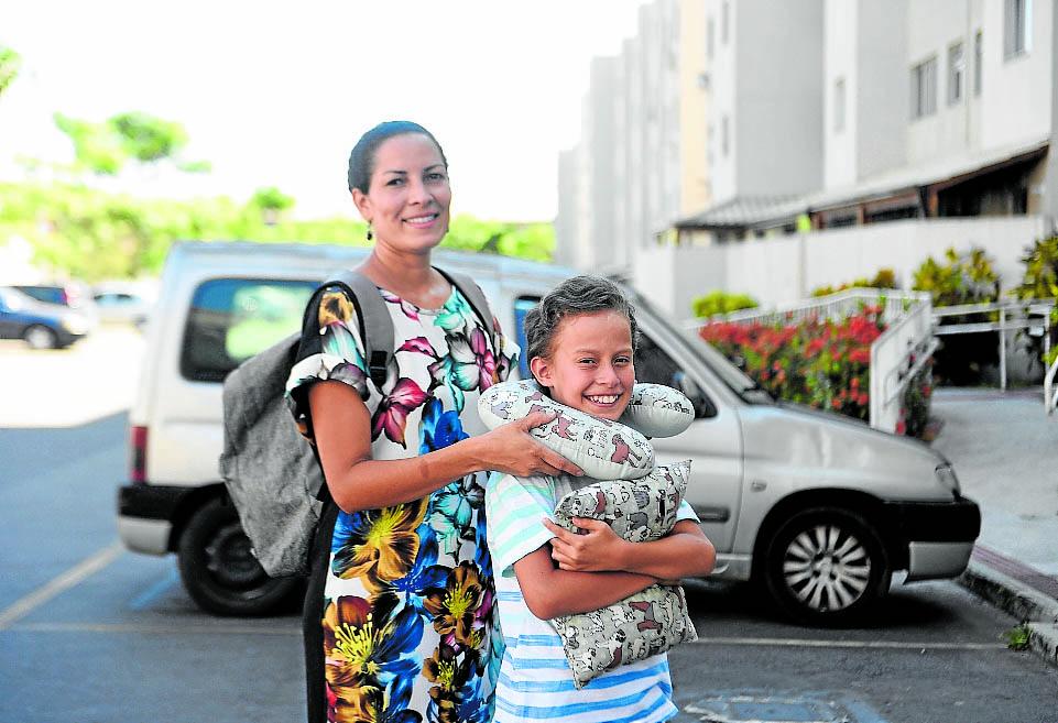 Rosilda Macedo e Miguel Roquete. Eles vão viajar no Natal para Linhares, Norte do Estado. Crédito: Vitor Jubini