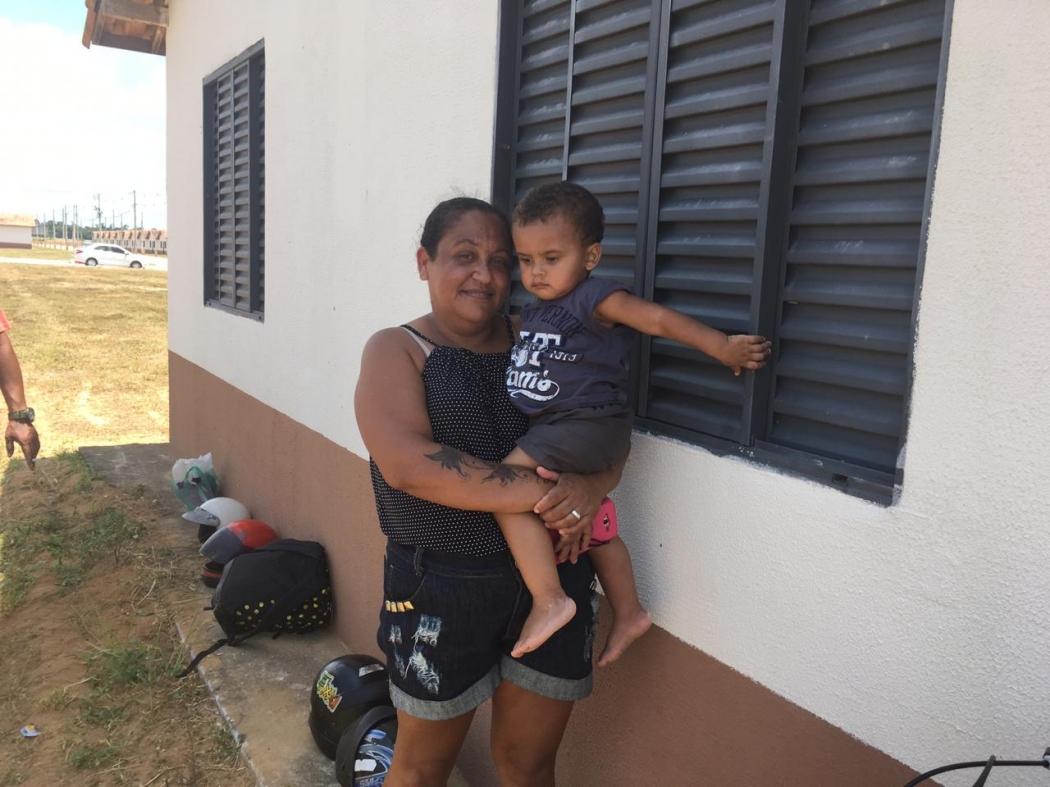 Anailde com o filho Fabrício Lucas: sonho da casa própria. Crédito: Loreta Fagionato