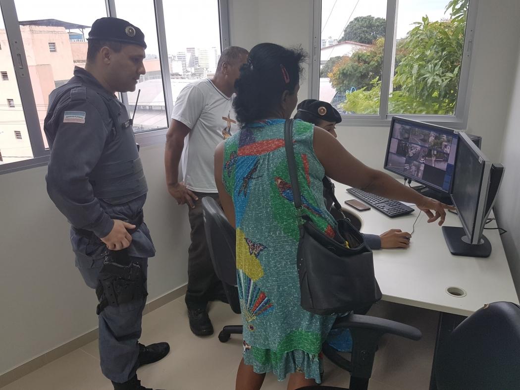 Central de videomonitoramento que será utilizada por policiais militares na nova base da Piedade. Crédito: José Carlos Schaeffer