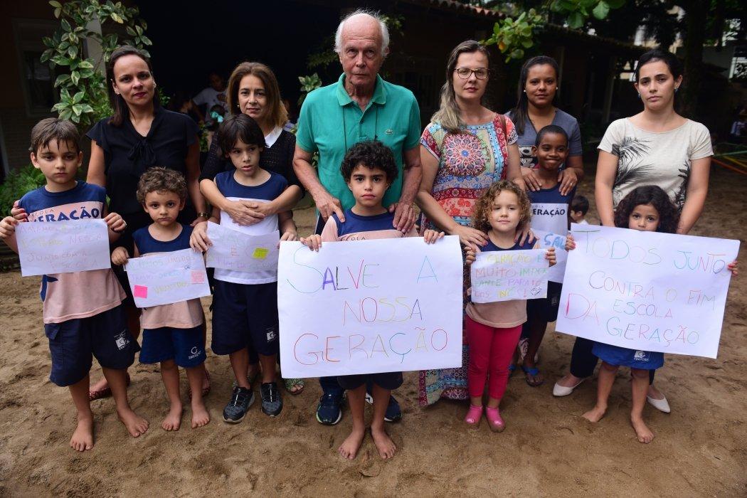 Pais e alunos da Escola Geração, de Santa Lúcia,  Vitória, protestam contra o fechamento da instituição após decisão judicial. Crédito:    Ricardo Medeiros