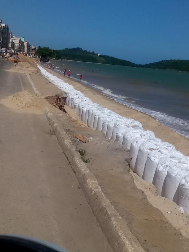 Obras de contenção da erosão de Piúma . Crédito: Internauta Gazeta Online - Alessandra Zouain