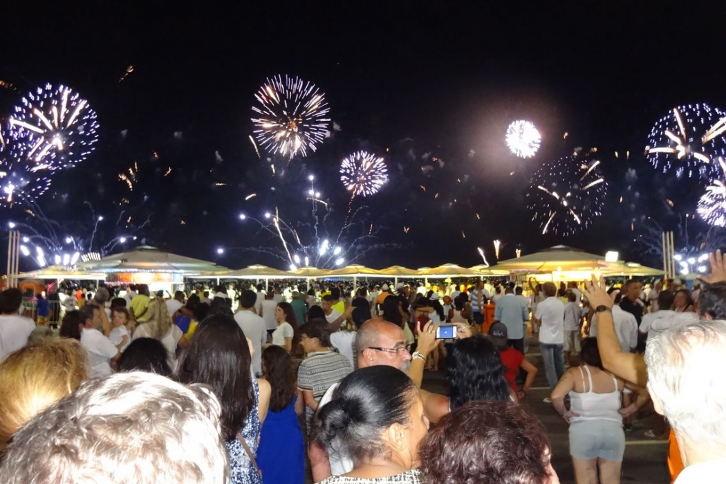 Público esperado de 2,7 milhões de pessoas faz do Réveillon de Copacabana o maior do mundo. Crédito: Nielmar de Oliveira/Repórter da Agência Brasil