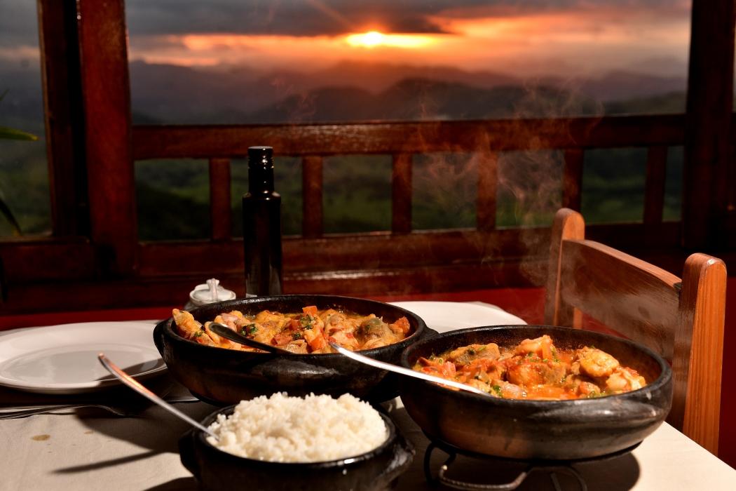 28/12/2018 - Vista do restaurante Fardin, em Vargem Alta. Local oferece uma variedade no cardápio, com destaque para a moqueca