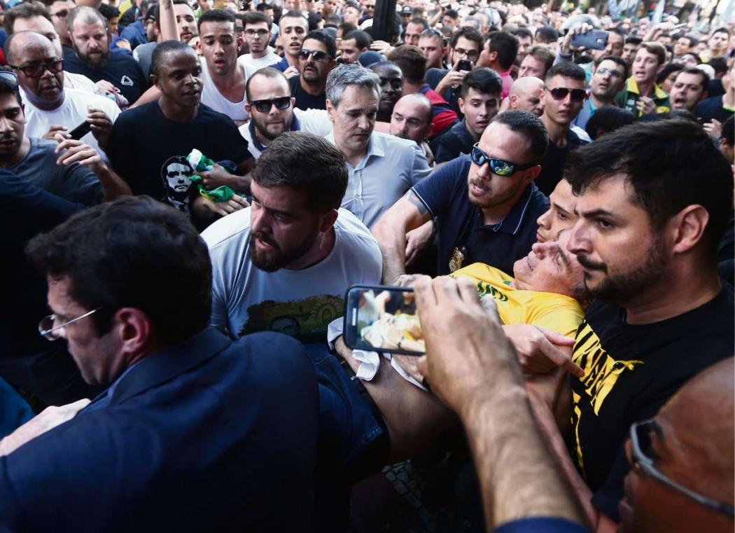 Jair Bolsonaro sofreu um atentado durante ato de campanha em Minas Gerais em 2018. Crédito: Fábio Motta/Agência Estado