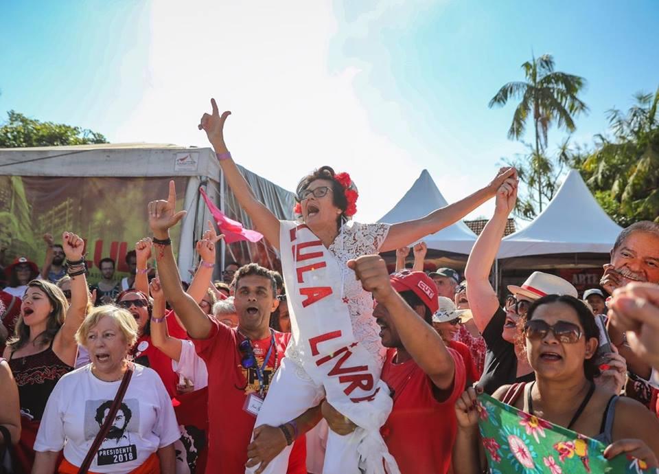 Vigília Lula Livre, em Curitiba. Crédito: Reprodução/Facebook Vigília Lula Livre