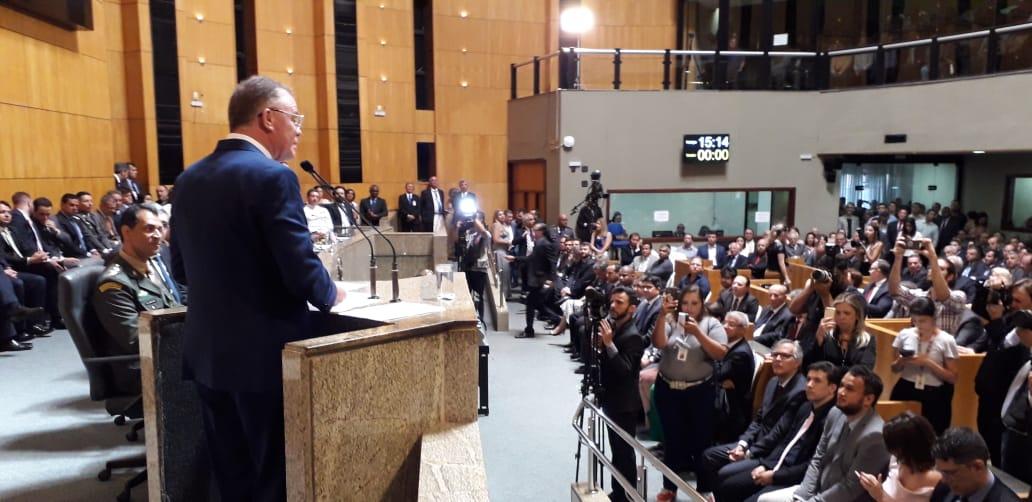 Casagrande discursa na Assembleia durante a cerimônia de posse. Crédito: Carlos Alberto Silva
