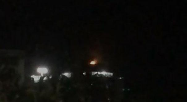 Cobertura pega fogo em Guarapari durante queima de fogos . Crédito: Reprodução
