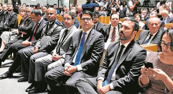 Secretários do governo Casagrande durante posse na Assembleia Legislativa. Crédito: Carlos Alberto Silva
