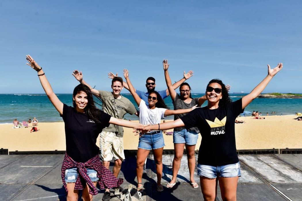 Jovens se preparam para o Jesus Vida Verão, na Praia de Itapoã, em Vila Velha . Crédito: Fernando Madeira - GZ