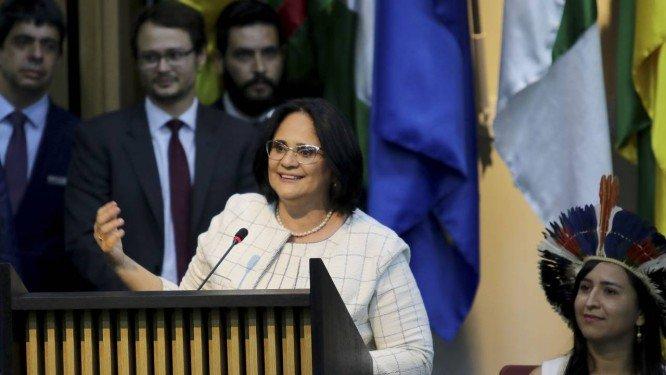 Damares Alves discursando durante a solenidade de sua apresentação como nova ministra da Mulher, Família e Direitos Humanos. Crédito: Wilson Dias   Agência Brasil