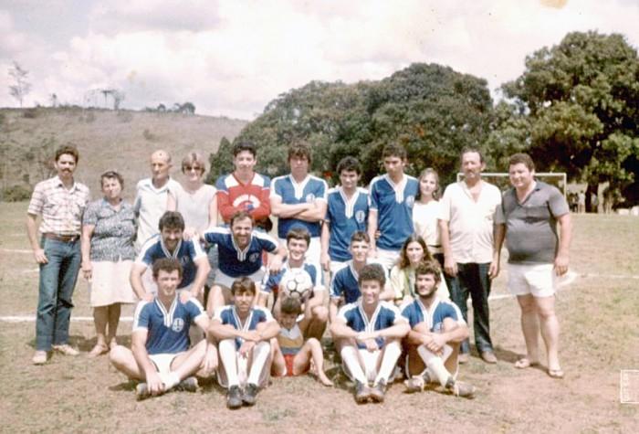 Família Fiorot em seu primeiro Torneio da Amizade disputado, em 1984, quando conquistou o seu primeiro título. Crédito: Arquivo pessoal de Marcelo Fiorot