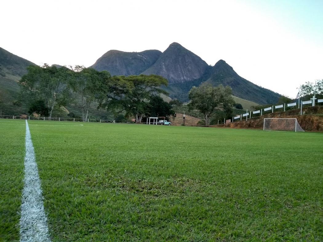 Pedra do Cruzeiro, Alto Liberdade, ao fundo do campo de futebol