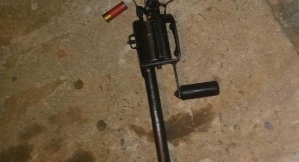 Arma de fabricação caseira apreendida com bandido neste sábado (12), em Cariacica