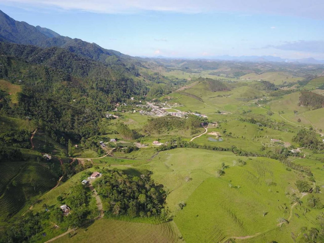 Vista aérea de Patrimônio da Penha, distrito de Divino de São Lourenço, no Espírito Santo. Crédito: Tarcísio Louzada/Fly Movie