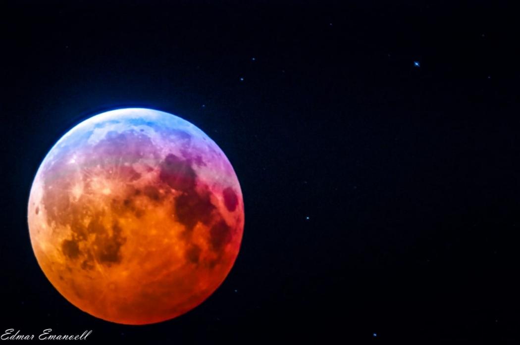 Registros do eclipse lunar da madrugada desta segunda-feira (21). Crédito: Edmar Emanoell