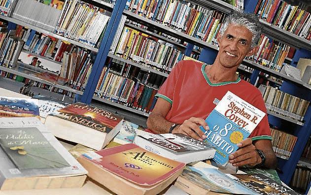 O repositor Gilberto  gosta de psicologia e filosofia. Crédito: PREFEITURA MUNICIPAL CARIACICA