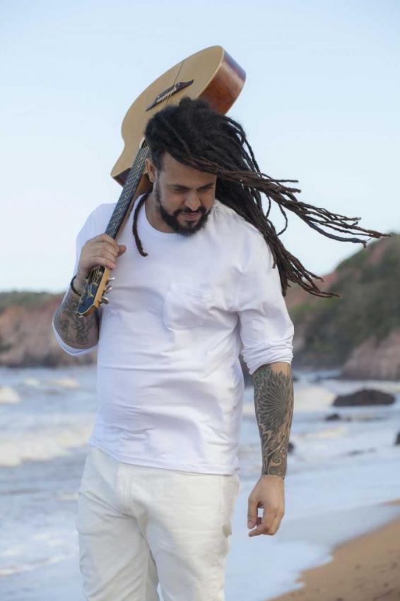 Cantor e compositor Luciano Urbanus faz show autoral, em Vitória. Crédito: Helson Moura