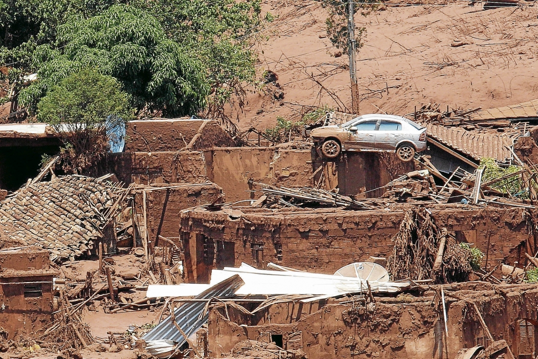 Estragos causados em Bento Rodrigues, distrito de Mariana, em Minas Gerais, que foi atingido por rejeitos de minério