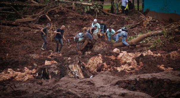 O Corpo de Bombeiros de Minas Gerais retoma as buscas por sobreviventes da tragédia causada pelo rompimento de uma barragem da mineradora Vale em Brumadinho, na região metropolitana de Belo Horizonte (MG)